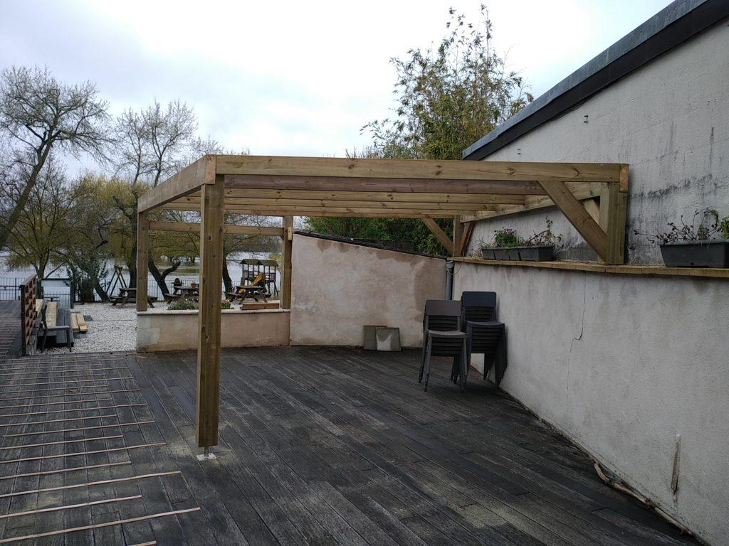 Pergola réalisée par Morin Construction Bois dans le Maine et Loire 49